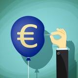 Ręka z igłą przebija balon 3d odizolowywająca euro waluty wysokość odpłaca się postanowienia symbolu biel stoc Zdjęcie Stock