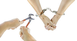 Ręka z kajdankami i innymi ręki rozcięcia kajdankami zdjęcie stock