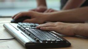Ręka z klawiaturą zbiory wideo
