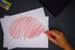 Ręka z kredą obrazy stock