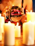 Ręka z kryształową kulą. zdjęcie royalty free
