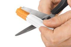 Ręka z nożycami i papierosami zdjęcia royalty free