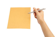 Ręka z pióra writing na kopercie Obrazy Stock
