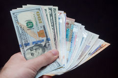 Ręka z pieniądze od różnorodnych okręgów administracyjnych Obrazy Stock