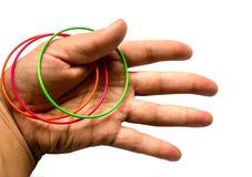 Ręka z pierścionkami na białym tle zdjęcie stock