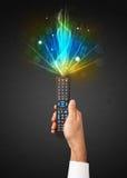 Ręka z pilot do tv i środka wybuchowego sygnałem Zdjęcie Royalty Free