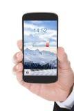 Ręka z telefonem komórkowym pokazuje niską baterię Zdjęcia Royalty Free