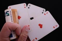 Ręka z trzy as i jeden pieniądze zakładem Obrazy Stock