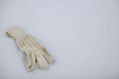 Rękawiczka na śniegu obraz royalty free