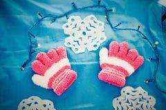 rękawiczki na błękitnym tle Zdjęcia Royalty Free