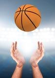 Ręki Łapie piłkę Obraz Stock