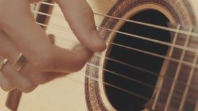 Ręki bawić się gitarę gitarzysta Zdjęcie Stock