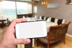 Ręki bierze fotografii kawiarni z smartphone Zdjęcie Royalty Free