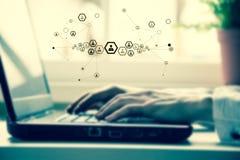 Ręki biznesowa kobieta z laptop klawiaturą Fotografia Royalty Free
