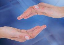 Ręki dosięga wpólnie przeciw abstrakcjonistycznemu tłu Fotografia Stock