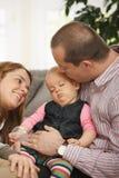 ręki dziecka ojca s dosypianie Zdjęcia Stock