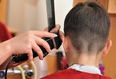 Ręki fryzjer męski Fotografia Royalty Free