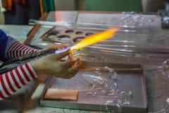 Ręki glassblower kobieta fotografia stock
