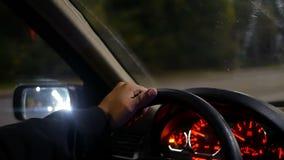 Ręki koła samochodu noc zbiory wideo