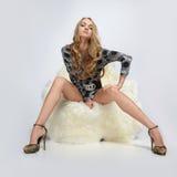 ręki krzesła dziewczyny obsiadanie fotografia royalty free
