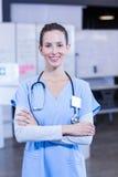 ręki krzyżująca doktorska żeńska pozycja Zdjęcie Stock