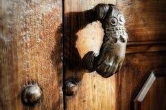 Ręki kształtny drzwiowy knocker Zdjęcie Stock