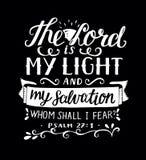 Ręki literowanie z biblia wersetem władyka jest mój światłem i mój salwowanie, whm ja boi się, robi na czarnym tle psalm Zdjęcie Stock