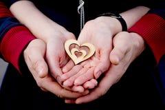 Ręki mężczyzna i kobiety z sercem Obrazy Royalty Free