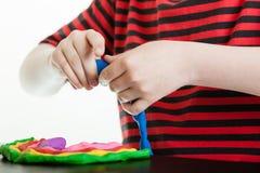 Ręki młoda chłopiec bawić się z plastikowym kitem Obraz Royalty Free