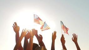 Ręki macha USA flaga zbiory wideo