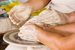 Ręki mazać z gliną Fotografia Royalty Free