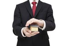 ręki mieścą ubezpieczenie nad małym biel Zdjęcia Stock