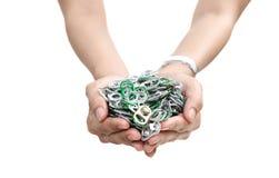 Ręki mienia aluminiowa nakrętka może lub ringowy ciągnienie puszka Zdjęcie Royalty Free