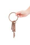 Ręka trzyma zredukowanych klucze na pierścionku Obraz Stock