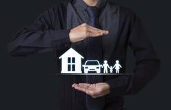 Ręki mienia domu samochodu rodzina pojęcia zapewnienia opieka zdrowotna Obrazy Stock