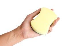 Ręki mienia gąbka na odosobnionym białym tle Zdjęcia Stock