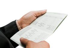 Ręki mienia konto bankowe Obrazy Stock