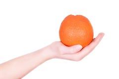 Ręki mienia pomarańcze Zdjęcie Stock