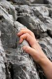 ręki mienia skała ciasna Obrazy Stock