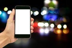 Ręki mienia smartphone kopii spec na ekranie fotografia stock