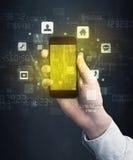 Ręki mienia smartphone z złotym ekranem Fotografia Stock