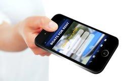 Ręki mienia telefon komórkowy z łodziami dla czynszowej oferty Zdjęcia Stock