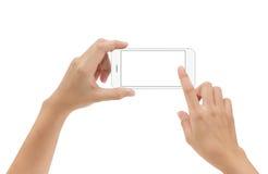Ręki mienia telefonu wisząca ozdoba i macanie ekran odizolowywający na bielu fotografia royalty free