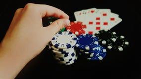 Ręki mienie Uprawia hazard układy scalonych Obraz Royalty Free