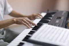 Ręki muzyk zdjęcia stock