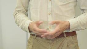 Ręki nierozpoznany niepewny nerwowy młody człowiek gestykuluje w formalnej odzieży podczas gdy wykładający w górę biznesowego biz zbiory