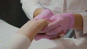 Ręki opieka w manicure'u salonie zbiory