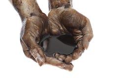 Ręki paliwo z czarny ciężkim paliwem Obrazy Stock