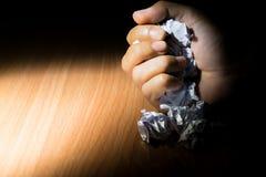 ręki przyduszenie papier w pojęciu każdy sukces zaczyna od niepowodzenia Zdjęcia Stock