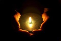ręki rozjarzony ciepło fotografia stock
